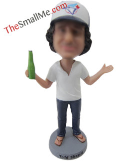 Baseball cap man hold a beer2674